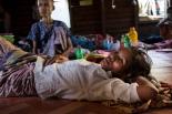 To kvinner på HIV/AIDS Prevention and Care Senteret i Yangon. Poto: Ofelia de Pablo og Javier Zurita